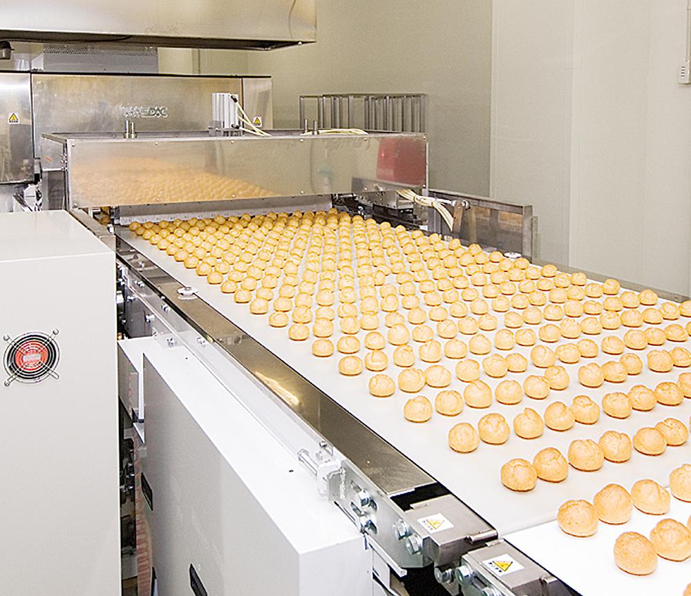 お菓子の一貫生産ライン
